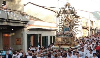 Italian-Catholic-procession