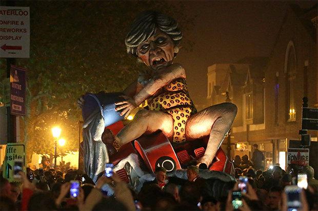 lewes-bonfire-theresa-may-boris-johnson-effigy-1492003.jpg
